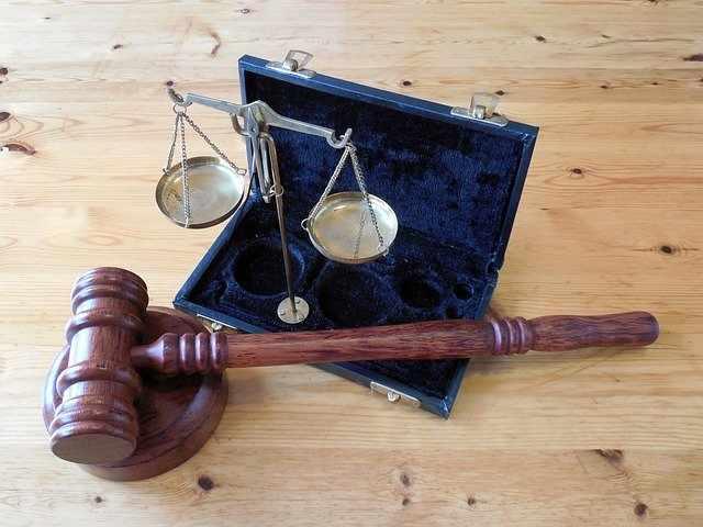 законите и правото