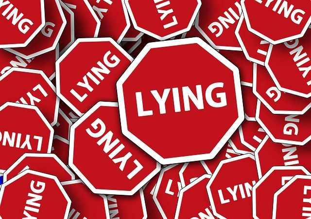 между лъжата и истината