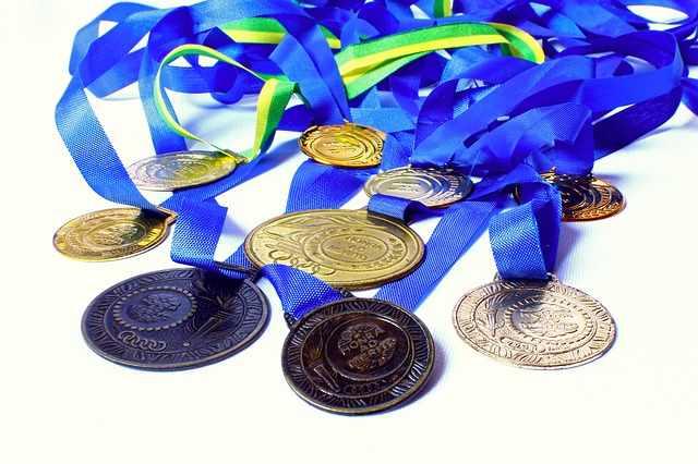 шестте медала за стойност