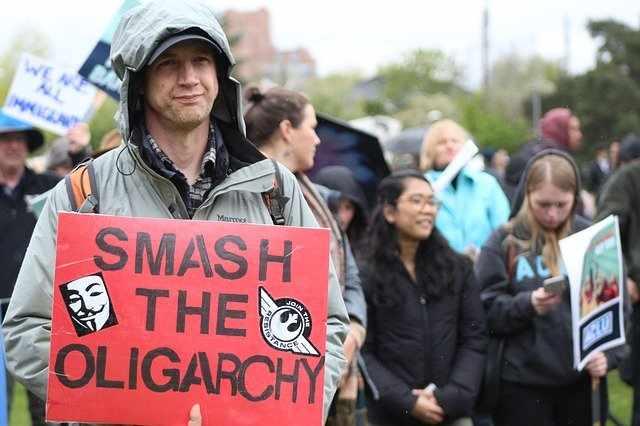 олигархията и демокрацията